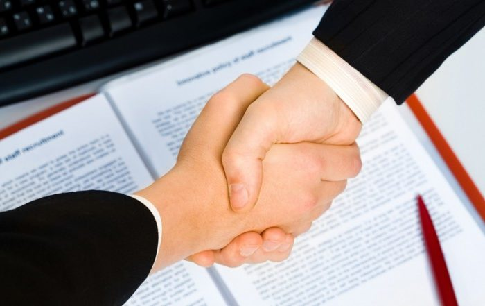 Atšķirības starp darba līgumu un uzņēmuma līgumu