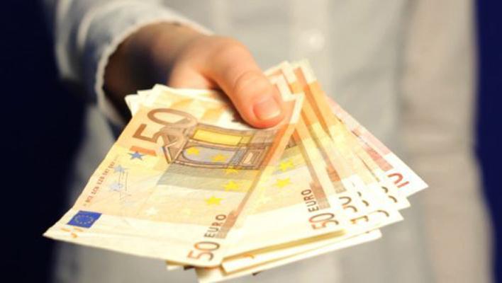 panāk, ka kreditora prasīto 700 eur vietā jāatmaksā 350 eur
