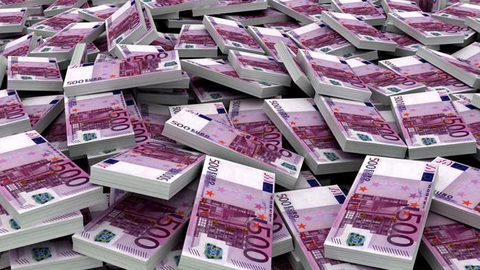 Parādnieki sūdzas par piedzinēju ieturētajām nepamatoti lielām summām, Bagātākie cilvēki Latvijā