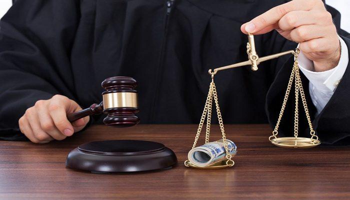 Tiesneši pret likumu