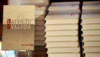 Valdība vienojas par pakāpenisku pāreju uz mācībām latviešu valodā